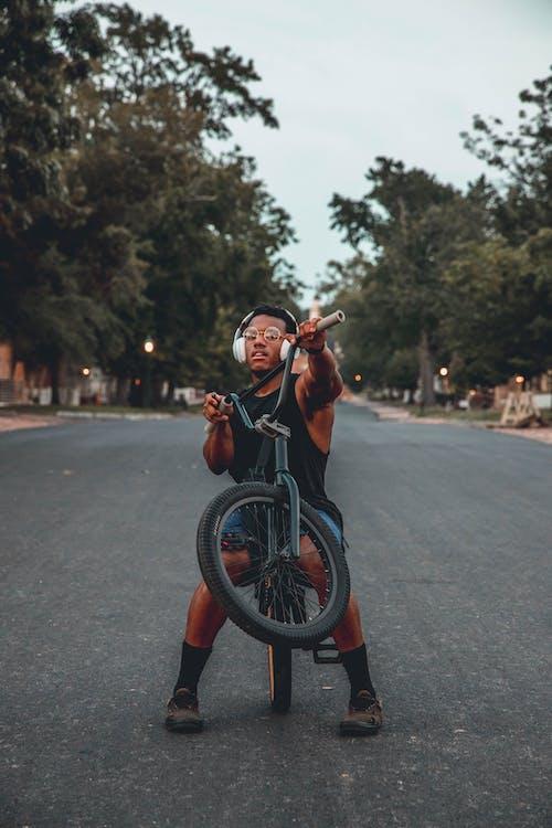 Základová fotografie zdarma na téma akce, cyklista, dopravní systém, dospělý