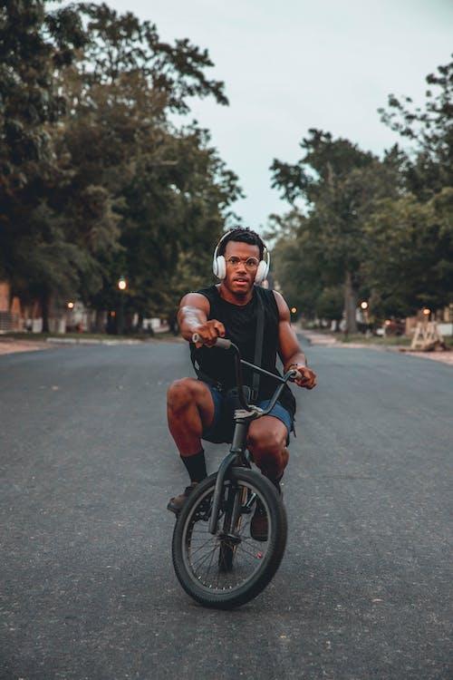 Základová fotografie zdarma na téma akce, biker, cyklista, denní světlo