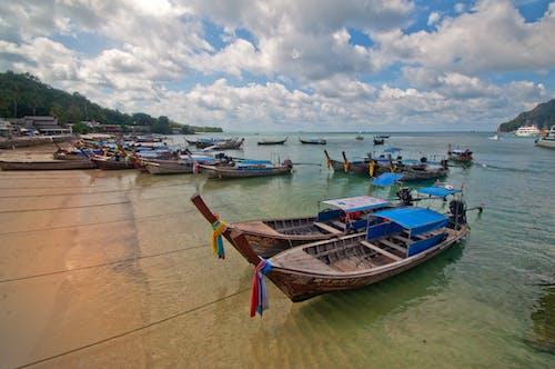 Immagine gratuita di acqua, barca, barca lunga, cielo