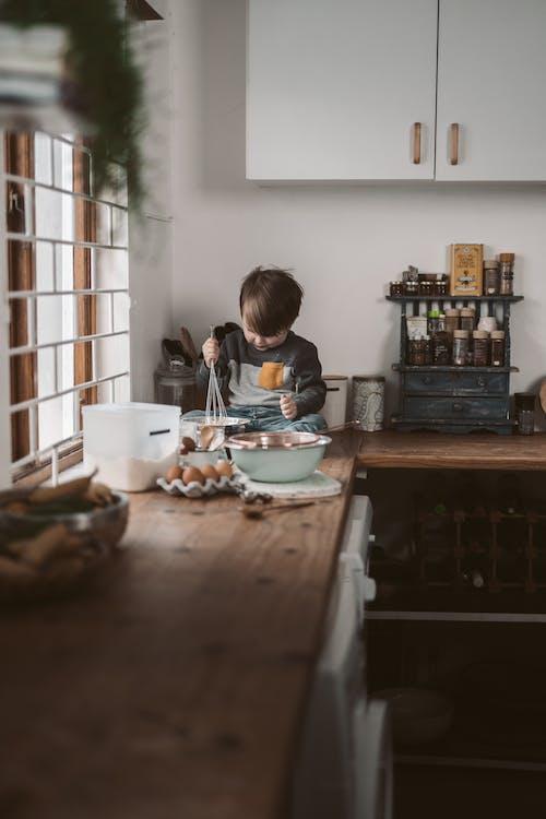 Kostnadsfri bild av bakning, barndom, bord