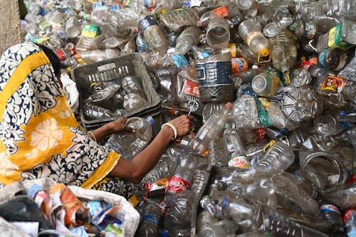 Immagine gratuita di ambiente, bottiglia di plastica, cianfrusaglie