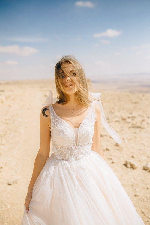 Δωρεάν στοκ φωτογραφιών με βάθος πεδίου, γυναίκα, θολό φόντο
