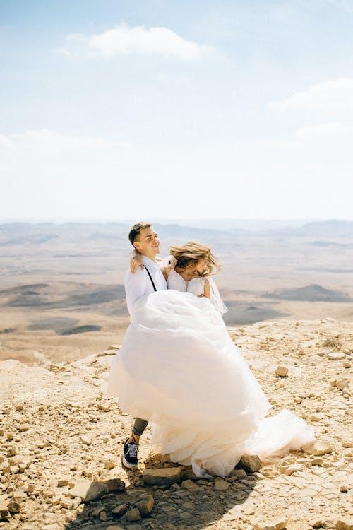 Kostenloses Stock Foto zu @draussen, berg, braut und bräutigam
