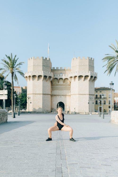Photos gratuites de château, chaussée en béton, contorsionniste