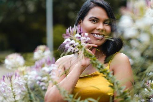 Immagine gratuita di abito, allegro, arbusto