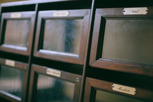 Безкоштовне стокове фото на тему «адресу, Вибірковий фокус, вивіски, відправити»