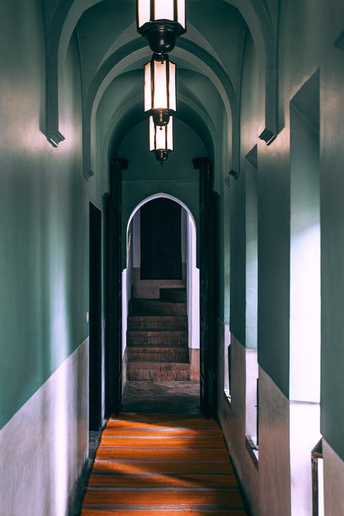 Narrow corridor with arched entrance