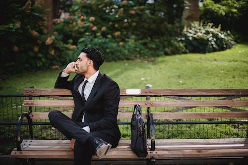 Základová fotografie zdarma na téma černá taška, černý oblek, denní