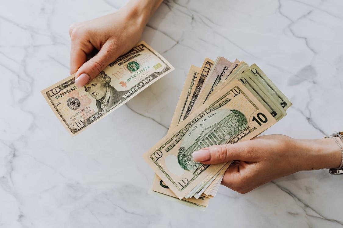Gratis stockfoto met amerikaanse dollars, bankbiljetten, contant geld
