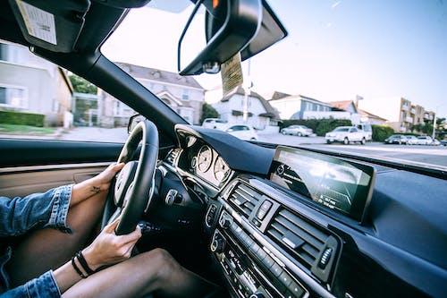 Personne Conduisant Une Voiture