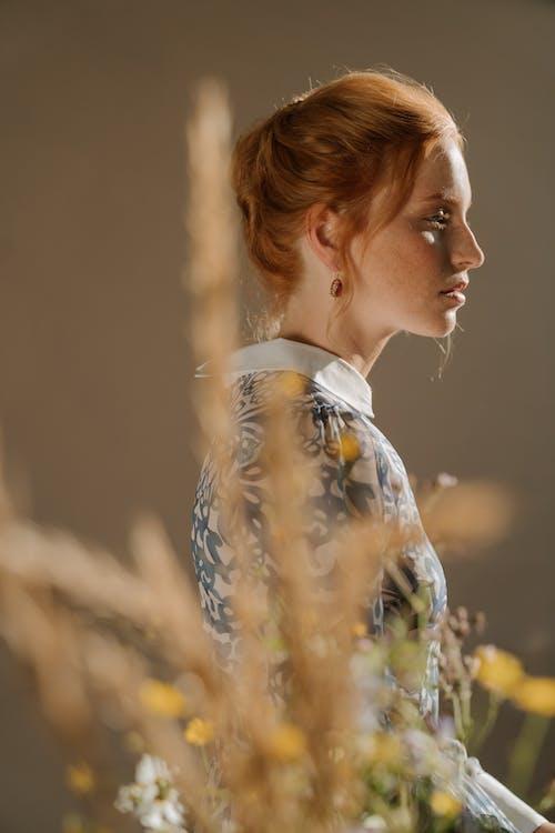 Gratis stockfoto met adel, bloemen, charmant, dame