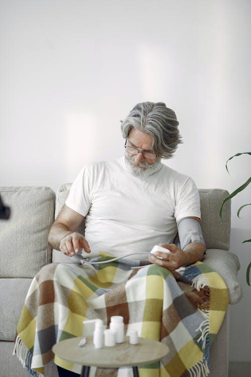 人, 休閒, 坐, 室內 的 免費圖庫相片