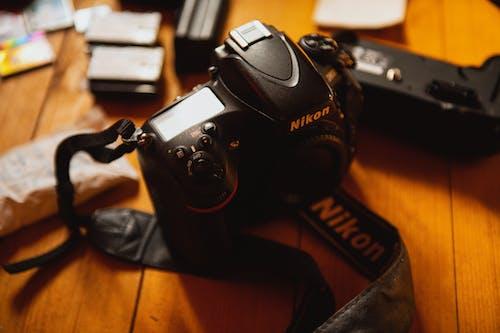 Immagine gratuita di зеркальный фотоаппарат, творческое рабочее пространство