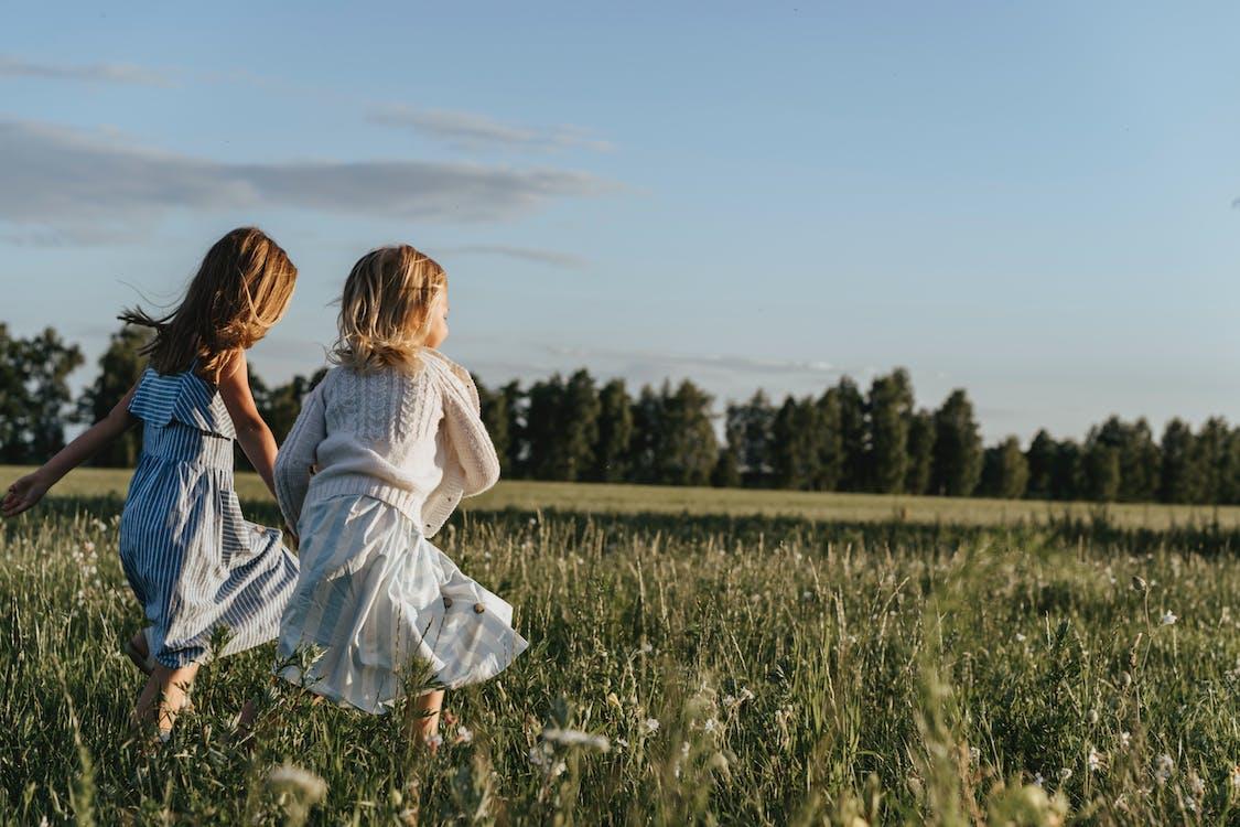 Бесплатное стоковое фото с happines, бежать, блондинка