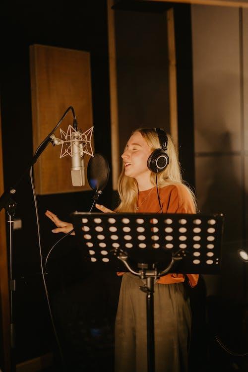 คลังภาพถ่ายฟรี ของ การร้องเพลง, ดนตรี, นักร้อง