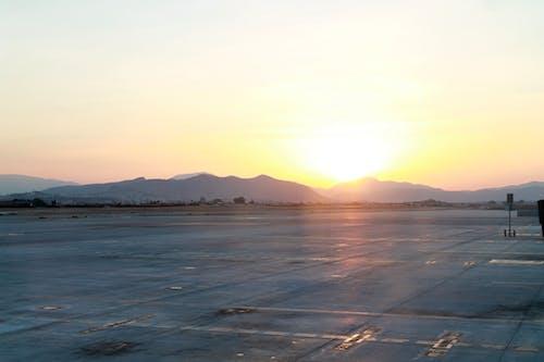 Fotobanka sbezplatnými fotkami na tému letisko, prach, pristávacia dráha, súmrak