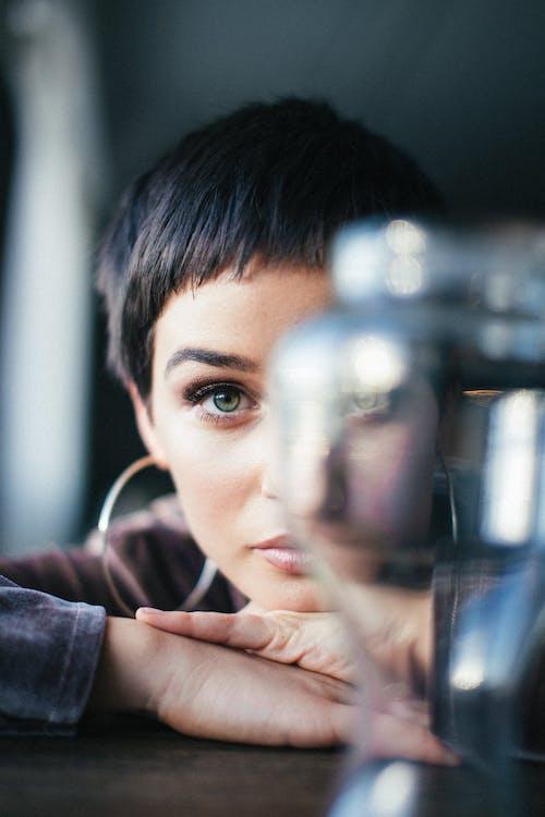 Fotografie bez autorských poplatků na téma brunetka, dospělý, holka, krásné oči