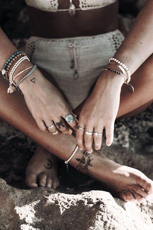 Δωρεάν στοκ φωτογραφιών με lifestyle, tattoo, αγνώριστος