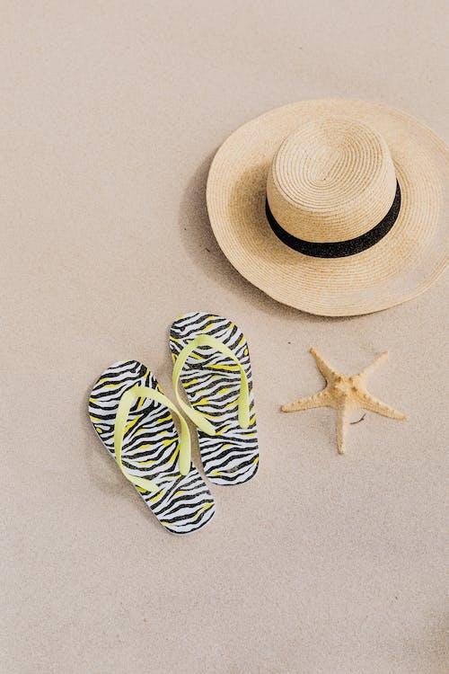 Foto profissional grátis de areia, chapéu, chapéu de praia