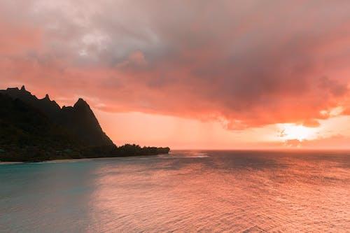 Kostenloses Stock Foto zu berge, goldenen sonnenuntergang, kauai