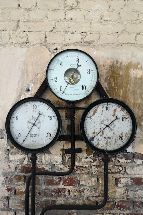 Black and White Analog Wall Clock at 10 00