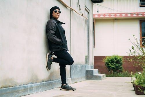 Gratis lagerfoto af bukser, by, folk, gade