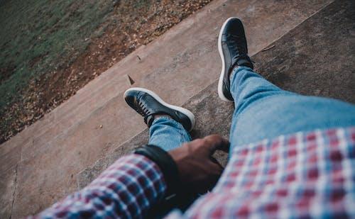 Foto profissional grátis de alto, ao ar livre, calçado, calçados