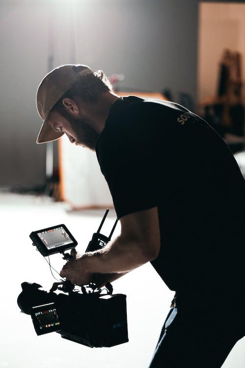 açık, adam, alıcı yönetmeni, aşındırmak içeren Ücretsiz stok fotoğraf