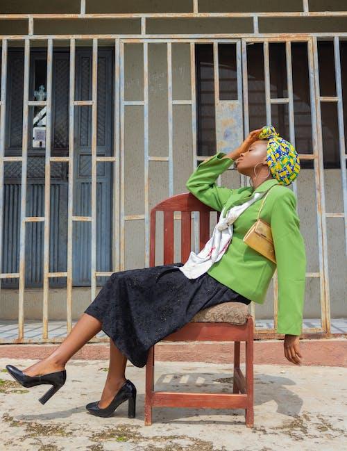Gratis stockfoto met aanschouwen, achtererf, achtertuin, Afro-Amerikaanse vrouw