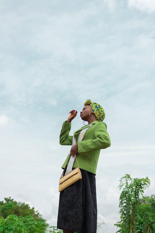 Gratis stockfoto met aanschouwen, Afro-Amerikaanse vrouw, bedachtzaam, bewolkt
