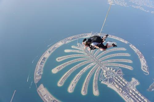 Parachuters on Air
