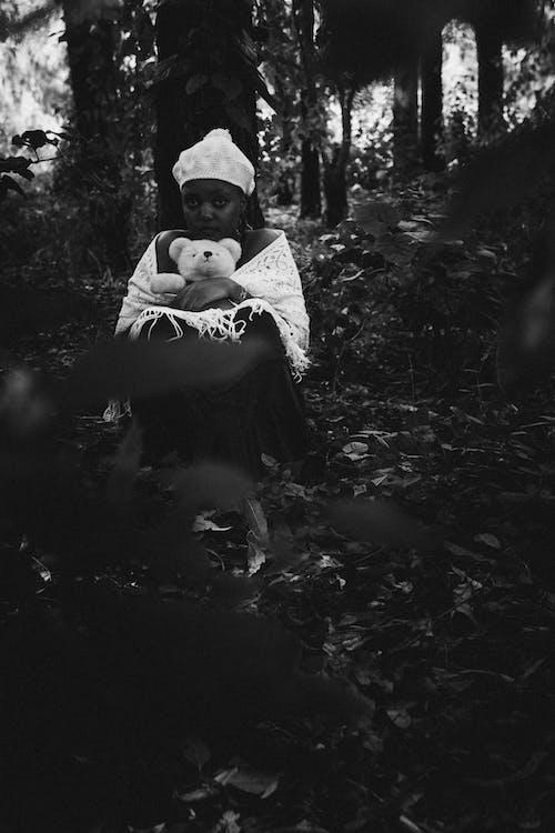 Foto d'estoc gratuïta de adult, arbre, bebè, boscos