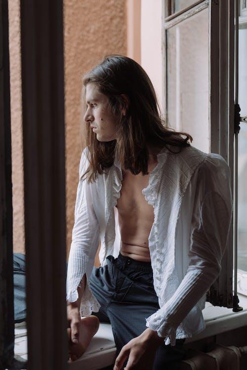 Fotos de stock gratuitas de adentro, apartamento, Camisa blanca