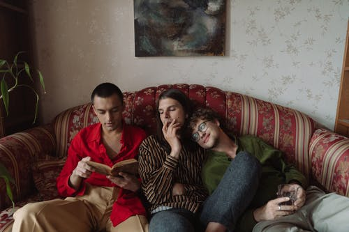 açık kitap, adam, adamlar, apartman içeren Ücretsiz stok fotoğraf