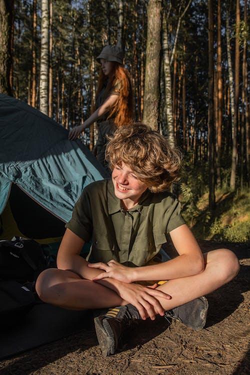 Fotos de stock gratuitas de adulto, al aire libre, árbol, aventura