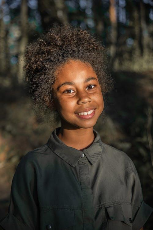 Fotos de stock gratuitas de adolescente, adulto, afro, al aire libre