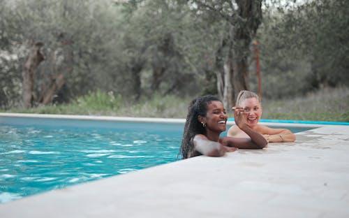 Foto profissional grátis de água, amor, biquíni, criança