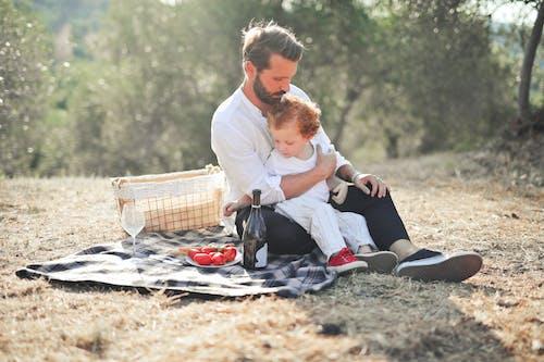 Foto profissional grátis de adulto, alegria, amor, ao ar livre
