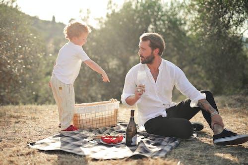 Foto profissional grátis de adulto, amor, ao ar livre, bem-estar