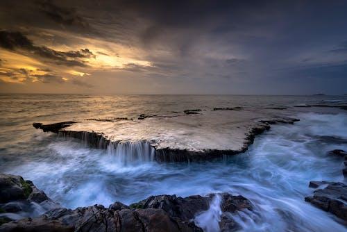 Gratis lagerfoto af aften, bølge, dramatisk, hav