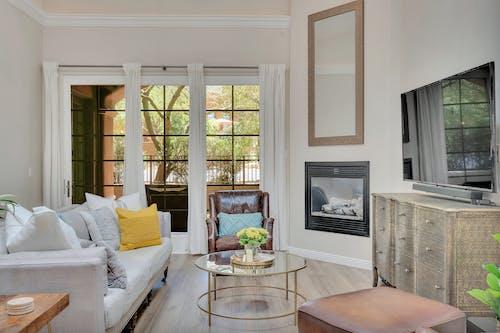 Бесплатное стоковое фото с ваза, диван, дизайн интерьера, дом