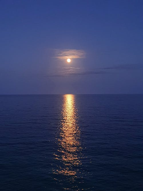 Darmowe zdjęcie z galerii z błękitne niebo, cichy, horyzont