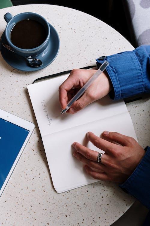 Foto profissional grátis de agenda, agendamento, bloco de anotações