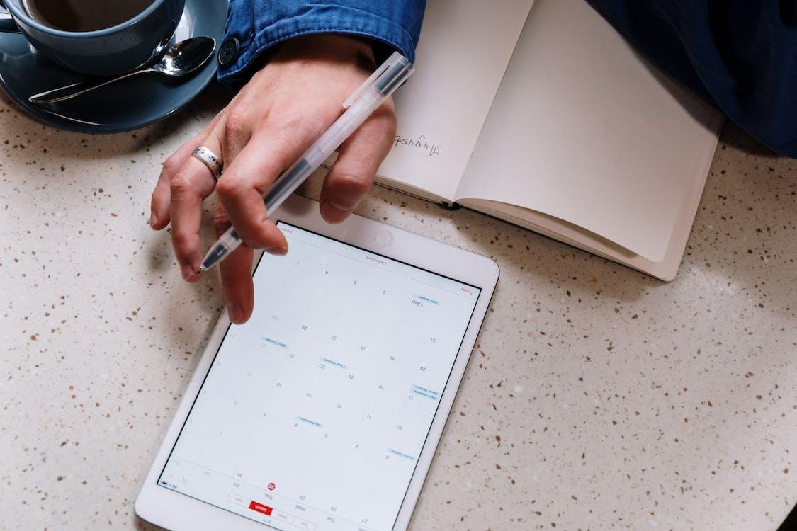 Fotos de stock gratuitas de bloc de notas, bolígrafo, calendario