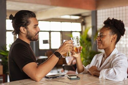 アフリカ系アメリカ人女性, アルコール飲料, グラスを飲むの無料の写真素材