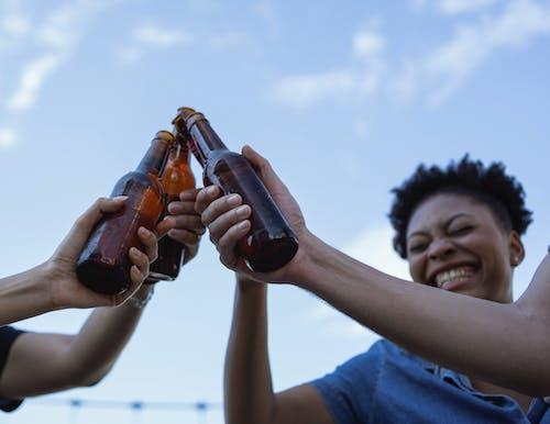 Fotos de stock gratuitas de adulto, al aire libre, beber, bebida