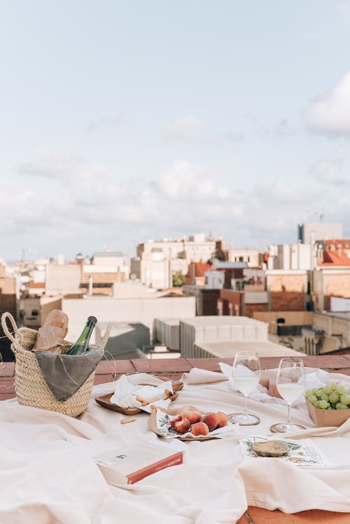 aile, akşam yemeği, battaniye, çatı içeren Ücretsiz stok fotoğraf