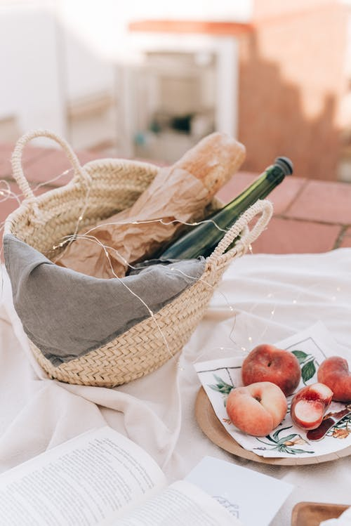 Kostnadsfri bild av avslappning, bröd, familj, filt