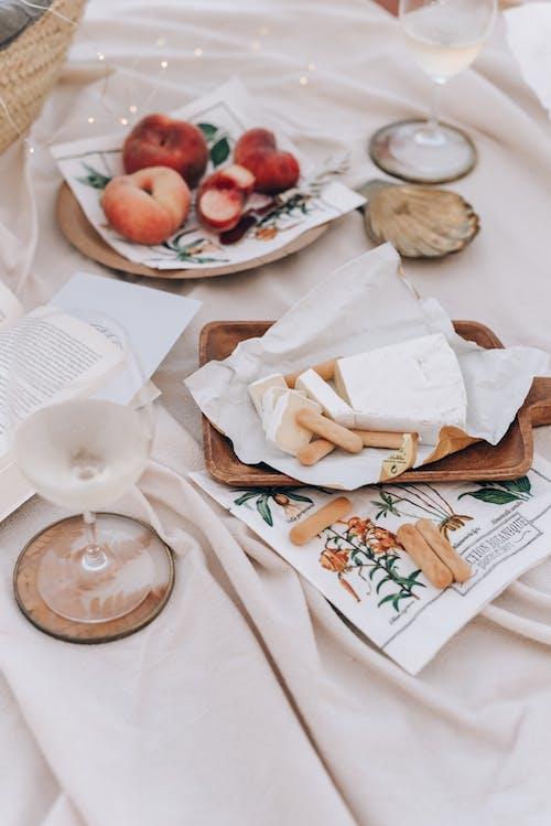 Kostnadsfri bild av bord, bröd, elegant, filt