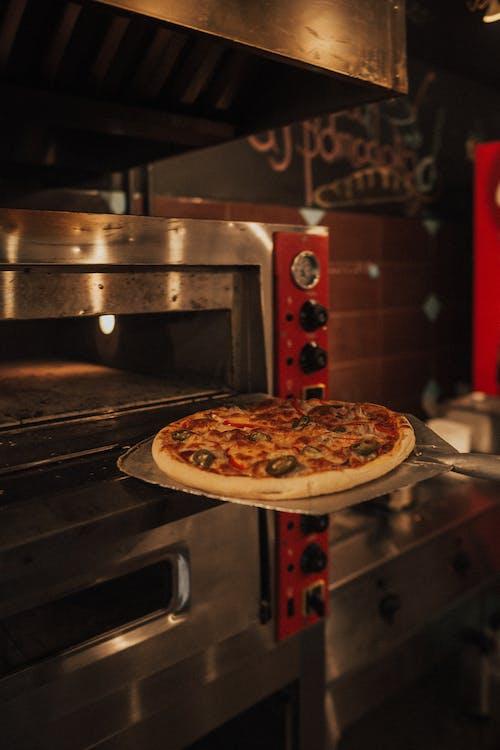 Pizza Trên Lò Nướng Bạc Và đen